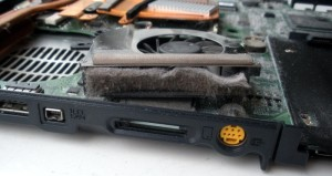 cleaning-laptop